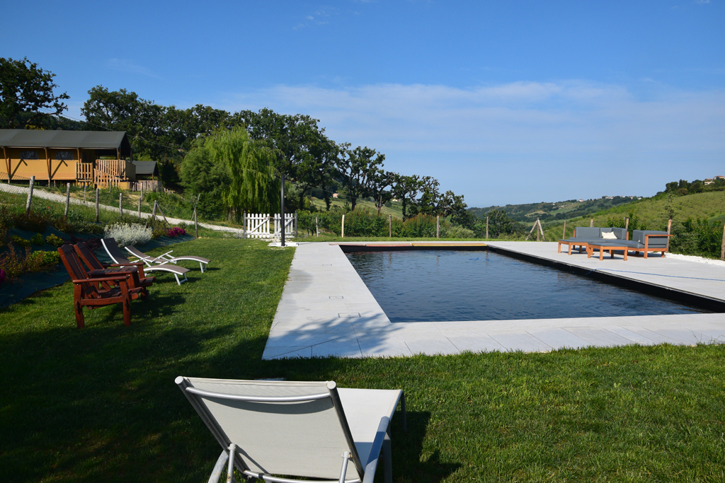 Piscina tenuta coste da sole lattanzi e silenzilattanzi for Coste piscina